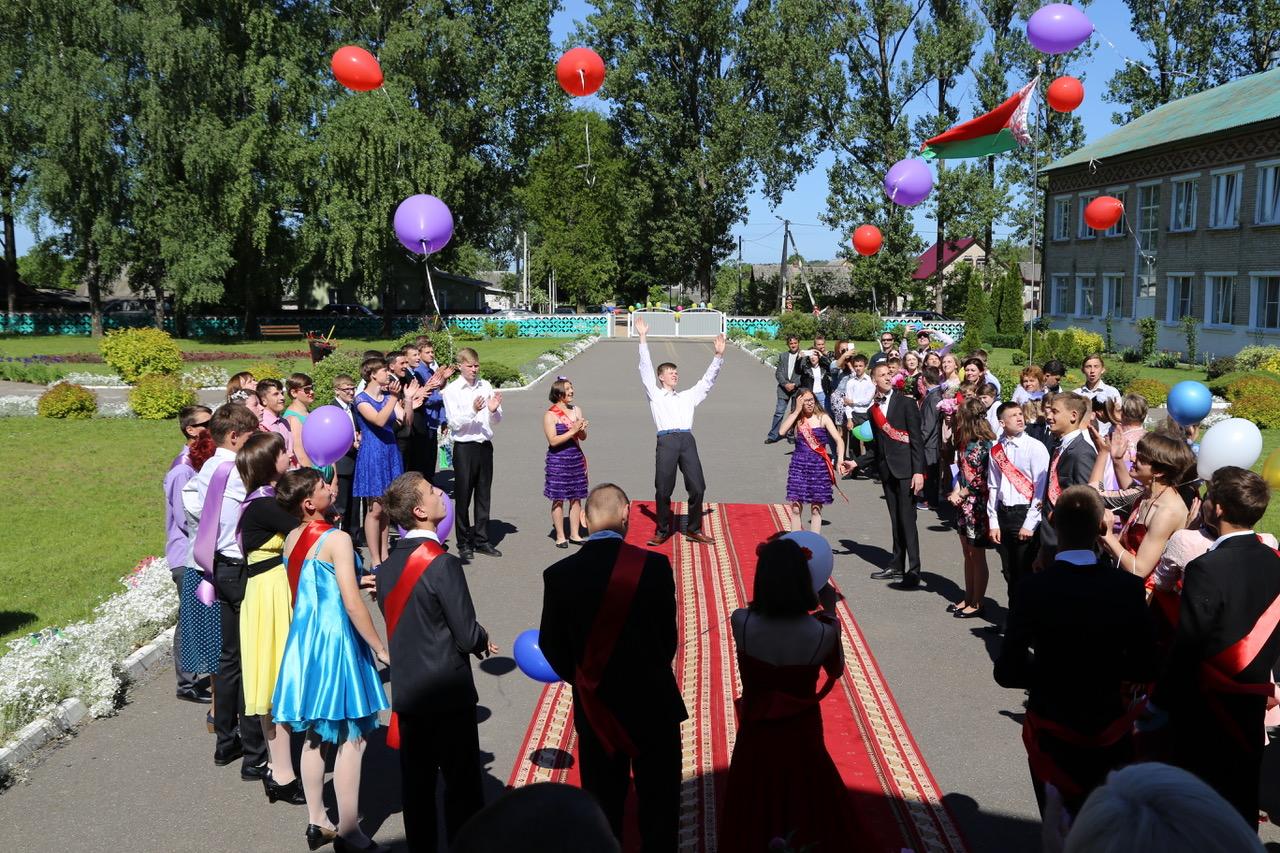 Belarus-Kopyl-schoolinternaat-laatste-schooldag